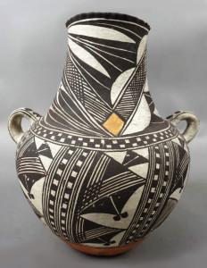 Native American Indian Pottery Vase: Art Glass & Art Pottery